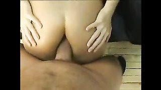 Jeune chienne sexy se fait casser le cul hard