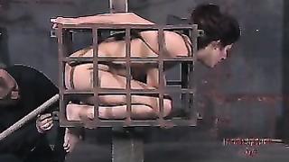 Vidéo BDSM avec superbe Irayne se fait goder le trou anal et sucer la bite